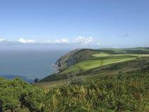 Devon Cliffs y campos del norte fotos de archivo