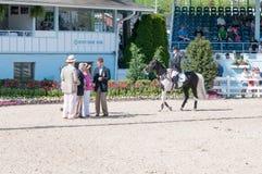 DEVON, PA - MAJ 25: Jeźdzowie wykonuje z ich koniami przy Devon Końskim przedstawieniem na Maju 25, 2014 Obraz Royalty Free