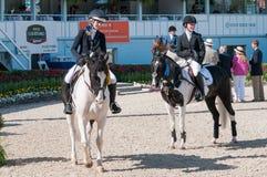 DEVON, PA - MAJ 25: Jeźdzowie wykonuje z ich koniami przy Devon Końskim przedstawieniem na Maju 25, 2014 Obrazy Stock