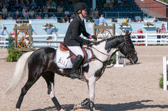 DEVON, PA - MAJ 25: Jeźdzowie wykonuje z ich koniami przy Devon Końskim przedstawieniem na Maju 25, 2014 Fotografia Stock