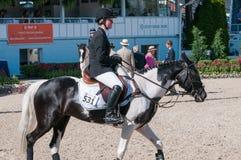 DEVON, PA - MAJ 25: Jeźdzowie wykonuje z ich koniami przy Devon Końskim przedstawieniem na Maju 25, 2014 Fotografia Royalty Free
