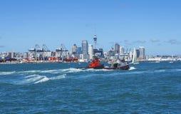 从Devonport奥克兰新西兰的奥克兰市视图 免版税图库摄影