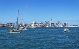 从Devonport码头奥克兰新西兰的奥克兰市视图 免版税库存照片