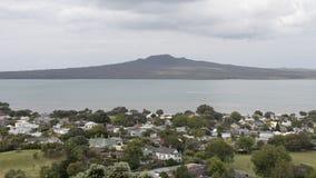 Devonport и остров Rangitoto, Окленд, Новая Зеландия стоковое изображение