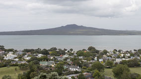 Devonport e isla de Rangitoto, Auckland, Nueva Zelanda imagen de archivo