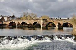 Devorgilla Brücke und Fluss Nith in Dumfries Lizenzfreie Stockfotos