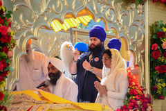 Devotee Sikh recite prayers. Los Angeles, CA - Abril 5, 2015: Devotee Sikh recite prayers at the Anniversary of Baisakhi celebration Stock Images