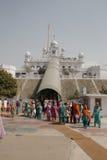 Devoti ad un santuario storico nel Punjab, India Immagine Stock
