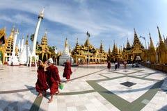 Devoti buddisti al festival di luna piena Fotografia Stock Libera da Diritti