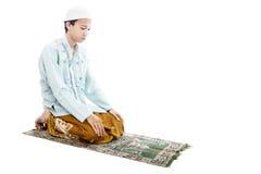 Devotional muslimman, i att be royaltyfria foton