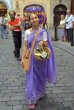 Devoto di Krishna delle lepri sulle vie di Praga Fotografia Stock Libera da Diritti