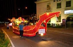 Devotos y flotadores de Buddhish en la procesión del wesak Imagen de archivo libre de regalías
