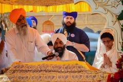 Dewotka sikhijczyk recytuje modlitwy obrazy royalty free