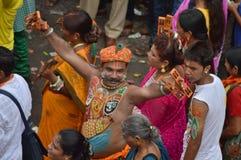 Dewotka tanczy na ulicie podczas Rathyatra, Ahmedabad Zdjęcie Royalty Free