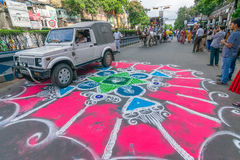 Dewotki coloured drogę w wigilię rath yatra w Kolkata mieście Obraz Royalty Free