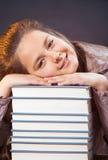 Dez anos de menina idosa com livros Imagens de Stock Royalty Free