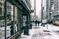 31 DEZ 2017 - NEW YORK/USA - People walking on the streets of New York to snow. royalty free stock photo