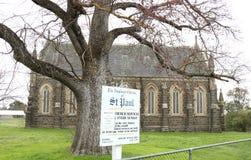 Deze Anglicaanse die kerk hoofdzakelijk van bluestone, dalingen wordt geconstrueerd in de Verfraaide Gotische categorie van archi Stock Afbeeldingen