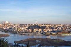 Deze brug in de Gouden Hoorn Weergeven van de Brug van Istanboel Galata stock foto