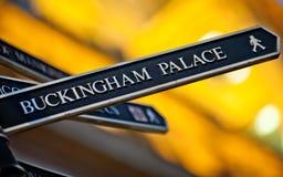 Deze manier aan Buckingham Palace royalty-vrije stock afbeelding