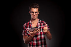 Deze tablet is o.k.! Stock Fotografie