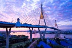 5. Dezember 2017 Bangkok, Sonnenaufgang-/Sonnenunterganghimmel Bhumibol-Brücke 2 Facili Lizenzfreie Stockfotos