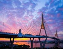 5. Dezember 2017 Bangkok, Sonnenaufgang-/Sonnenunterganghimmel Bhumibol-Brücke 2 Facili Lizenzfreie Stockbilder