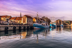 3. Dezember 2016: Boote durch den Hafen durch die Stadt von Helsingör, Stockbild