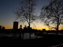 28. Dezember 2017 London, England - Ansicht des London-Auges und die Themse Lizenzfreie Stockfotografie