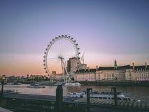 28. Dezember 2017 London, England - Ansicht des London-Auges und die Themse Lizenzfreies Stockfoto