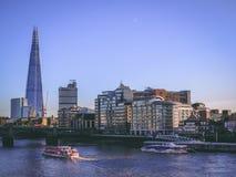 28. Dezember 2017 London, England - die Scherbe, auch gekennzeichnet als die Glasscherbe, Scherbe-London-Brücke stockfotografie