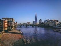 28. Dezember 2017 London, England - die Scherbe, auch gekennzeichnet als die Glasscherbe, Scherbe-London-Brücke lizenzfreie stockbilder
