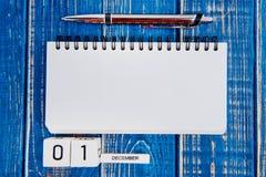 1. Dezember Tag 1 des Monats, Kalender auf blauem Hintergrund Lizenzfreies Stockfoto