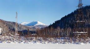 Dezember-Winterreise zur Reserve Kuznetsk Alatau auf Skis Russland stockfoto