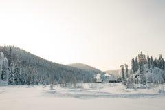 Dezember-Winterreise zur Reserve Kuznetsk Alatau auf Skis Russland lizenzfreie stockbilder