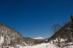 Dezember-Winterreise zur Reserve Kuznetsk Alatau auf Skis Russland stockfotografie