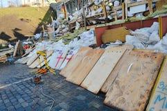 Dezembro de 2013-fevereiro de 2014, Kiev, Ucrânia: Euromaidan, Maydan, detailes de Maidan das barricadas e das barracas na rua de  Imagens de Stock