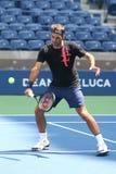 Dezenove campeões Roger Federer do grand slam das épocas de Suíça praticam para o US Open 2017 fotografia de stock