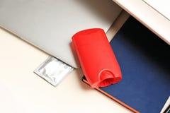 Dezodorant dla mężczyzna i kondoma Obrazy Stock