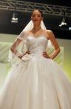 Défilé de mode de robes de mariage Photos stock