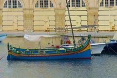 Dgħajsa e passeggiata in st Julians, Malta fotografia stock libera da diritti