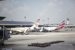 Dhabi-internationaler Flughafen Stockfotos