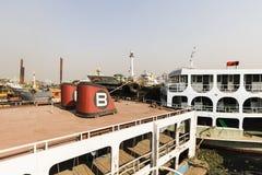 Dhaka, Bangladesh, o 24 de fevereiro de 2017: Cemitério do navio em Dhaka Bangladesh Fotografia de Stock Royalty Free