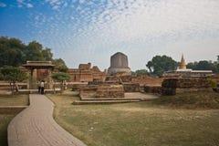 Dhamekha Stupa鹿野苑 免版税库存照片