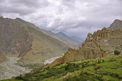 Dhankar古老佛教寺庙在高空山沙漠在喜马拉雅山 免版税库存照片