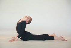 Dhanurasana yoga Royalty Free Stock Photography