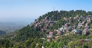 dharamshalaen houses mcleodganj Arkivbilder