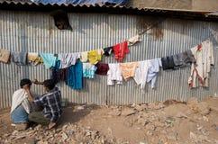 Dharavi Elendsviertel-Haarschnitt Lizenzfreies Stockfoto