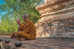 Dharma Talk. A senior monk is mentoring the Dharma practice to a new ordained monk. Guidance correctly is the key to achieving the teachings of the Buddha Stock Photo
