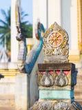 Dharmacakra en el templo Fotografía de archivo